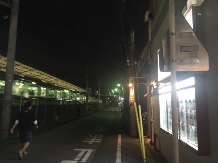 蕨駅東口 線路沿い