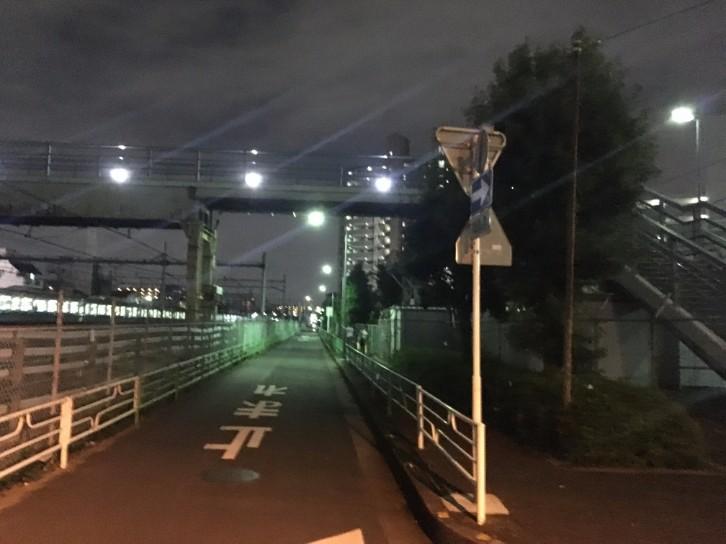 蕨駅西口線路沿い