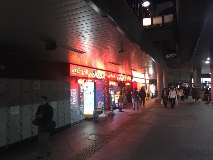 川口駅東口 ペデストリアンデッキの下