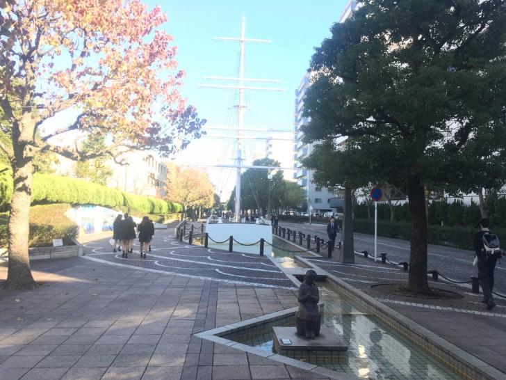 横須賀学院高等学校沿いの道