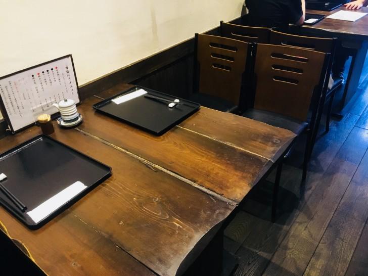 坂本:テーブル席