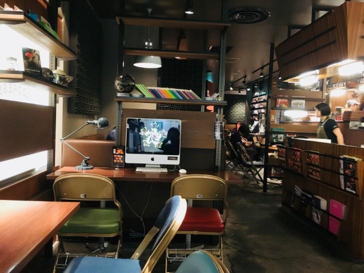 カフェ・アドレス:店内