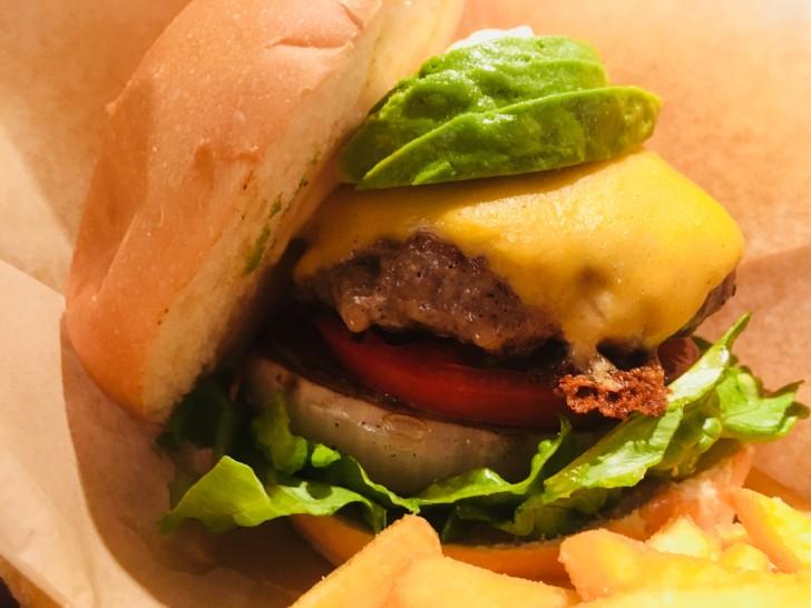 カフェ・アドレス:ハンバーガーを断面から見た