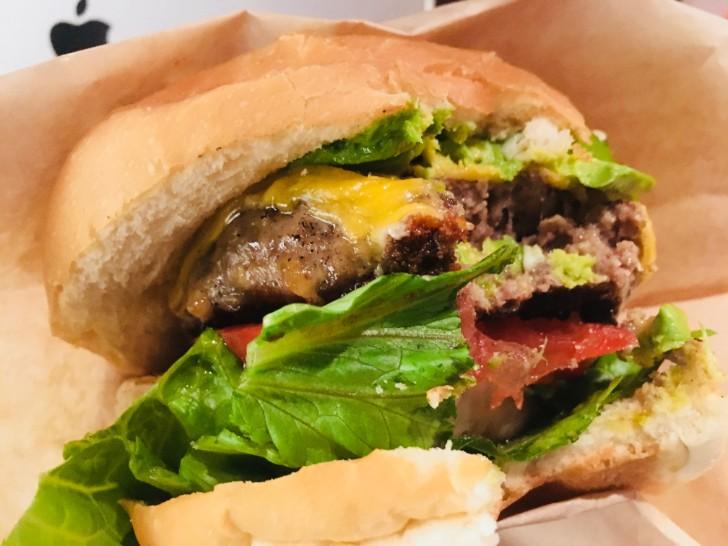 カフェ・アドレス:ハンバーガー食べた図