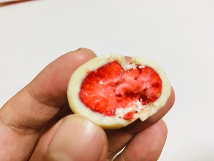 神戸苺トリュフホワイト2