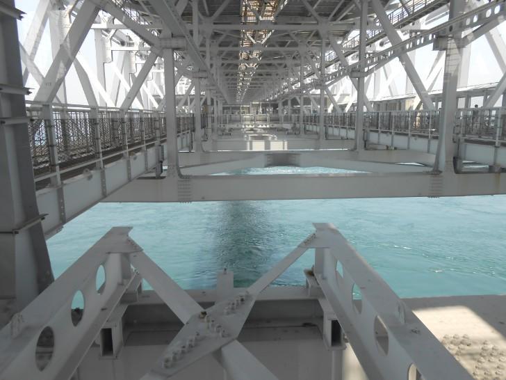 鳴門大橋内部