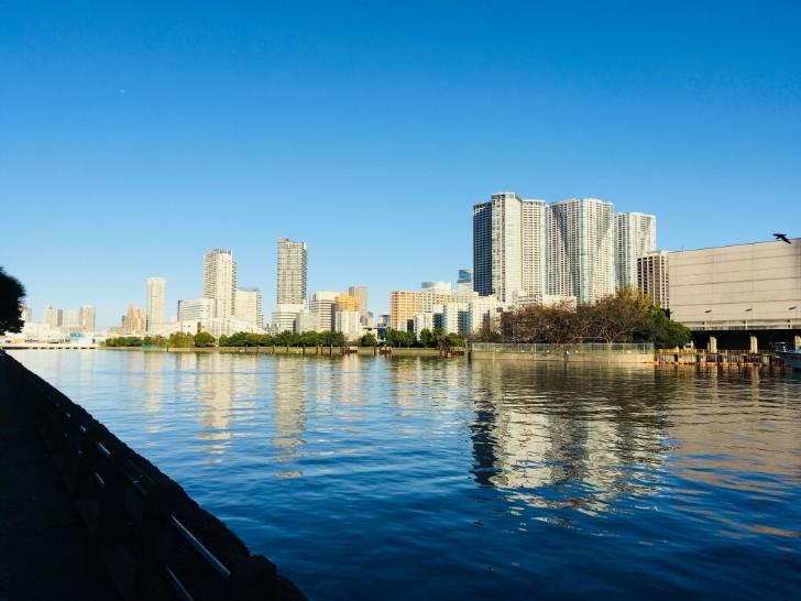 東京湾に面したとおり