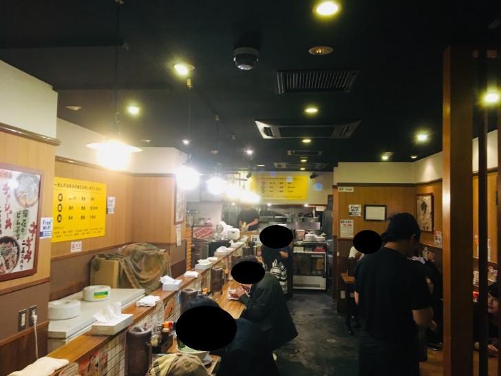 横浜らぁめん 桜花 西口本店 店内