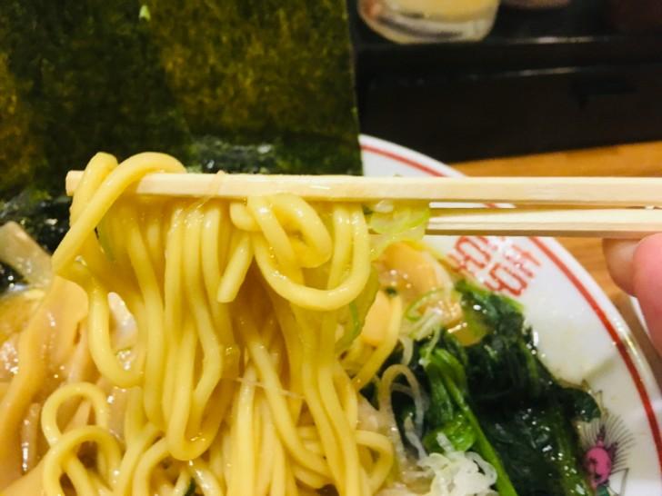 横浜らぁめん 桜花 西口本店 醤油ラーメンの麺