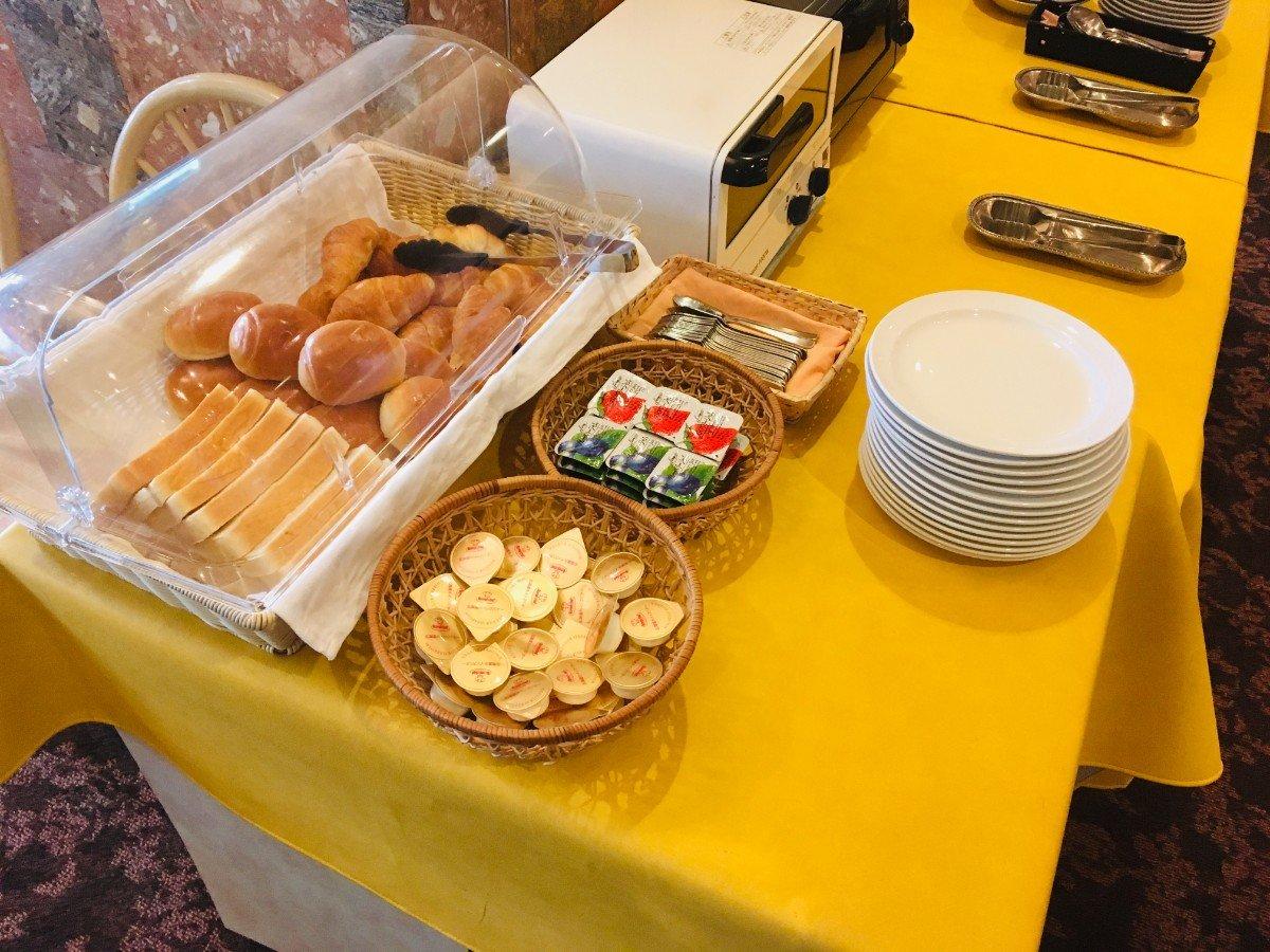 富山地鉄ホテルの朝食:パン