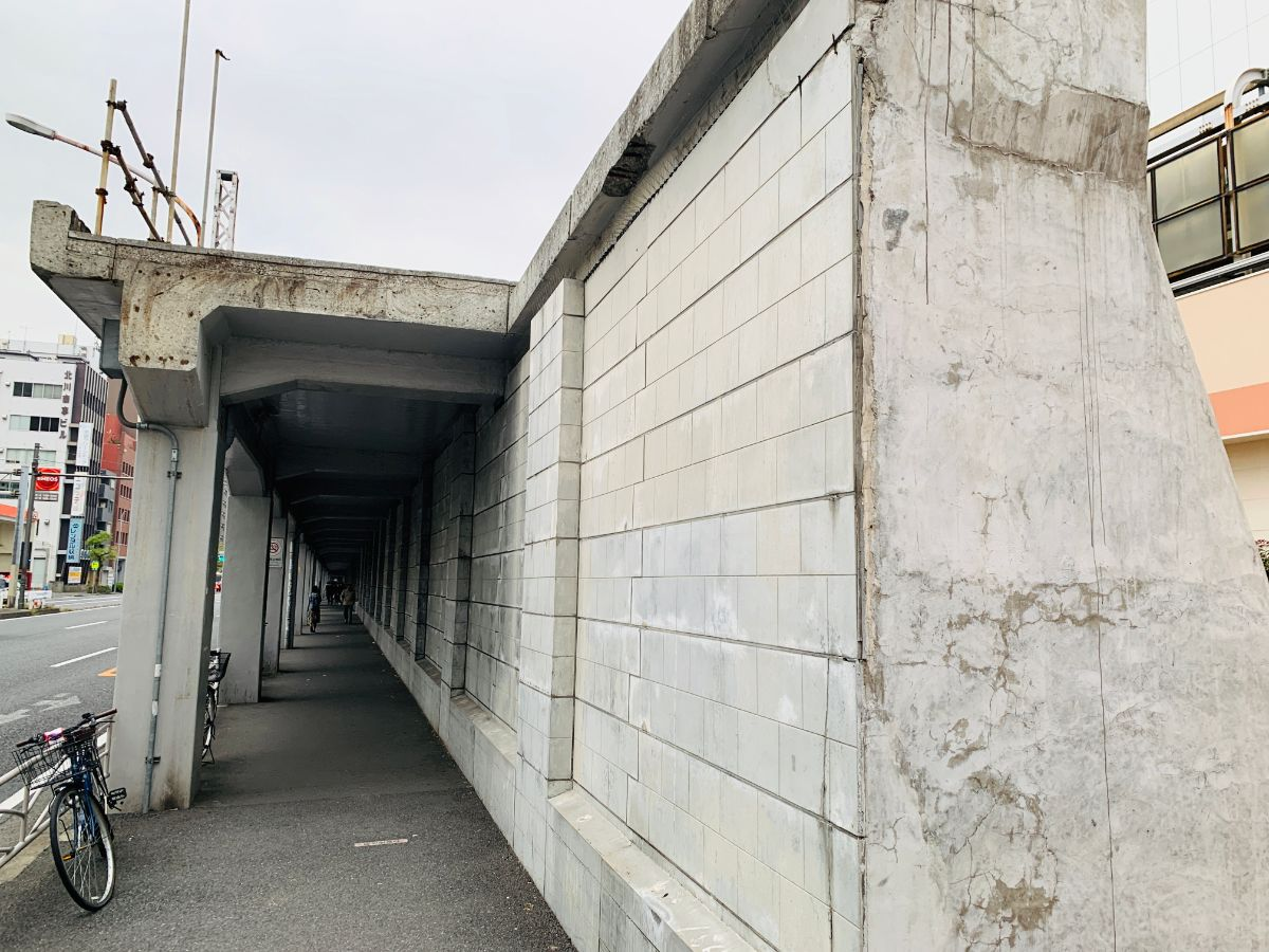 東横線跡地遊歩道下からの図
